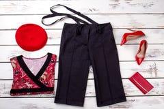 套时髦的妇女的衣裳 免版税库存图片