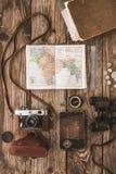 套木背景垂直的旅客 免版税库存图片