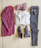 套流行的服装,妇女的辅助部件 免版税库存照片