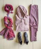 套流行的服装,妇女的辅助部件 免版税库存图片