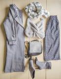 套流行的服装,妇女的辅助部件 免版税图库摄影