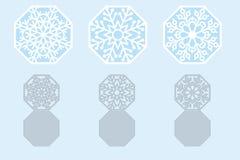 套激光切口的圣诞卡雪花 免版税库存图片