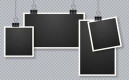 套照片框架 垂悬在夹子的空白的照片框架集合 库存例证