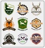 套狩猎和冒险徽章商标设计 皇族释放例证