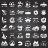 套独木舟、皮船、渔和野营的俱乐部徽章 免版税库存图片