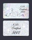 套珍珠与花卉设计元素和织地不很细背景的礼券 库存照片