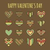 套用不同的五颜六色的成为不饱和的样式的十六装饰心脏在棕色背景 库存图片