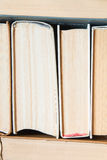 从套的明亮的背景厚实的书 免版税库存图片