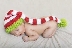 套的睡觉的新出生的婴孩 库存图片