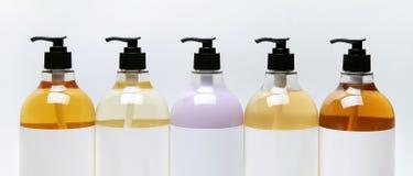 套秀丽、卫生学和健康的不同的瓶在与反射的白色背景 免版税库存照片