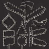 套空的尖、箭头和在黑背景画的路标 免版税库存图片