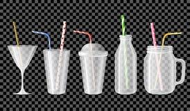 套空的杯子、瓶子、瓶、玻璃鸡尾酒的,汁液和圆滑的人 免版税库存照片
