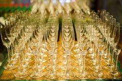 套空的高葡萄酒杯 免版税库存图片