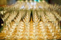 套空的高葡萄酒杯 免版税库存照片