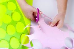 套纸鸡蛋,与孩子的工艺, 免版税库存图片