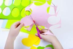 套纸鸡蛋,与孩子的工艺, 库存图片