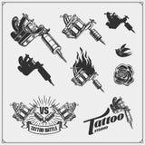套纹身花刺沙龙标签、徽章和设计元素 纹身花刺演播室象征用专业设备 皇族释放例证
