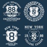 套纽约, NY T恤杉的葡萄酒图表 原始的衣裳的汇集设计与盾和数字 服装印刷术 向量例证
