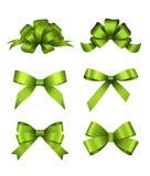 套绿色礼物弓 邀请、横幅、礼品券、祝贺或者网站布局传染媒介的概念 向量例证