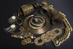 套美丽的东方金首饰(印地安人,阿拉伯人,非洲人, E 库存照片