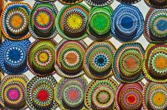 五颜六色的帽子待售 库存照片