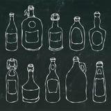套葡萄酒啤酒和藤瓶 在黑黑板背景 现实乱画动画片样式手 库存照片