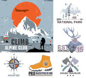 套葡萄酒室外阵营和国家公园徽章、商标和设计元素 葡萄酒印刷品,山旅行样式 库存照片