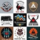 套葡萄酒野营的商标 国家公园和开放阵营的标志 库存照片