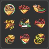 套薄饼标签、徽章、象和设计元素 比萨店的象征 库存例证