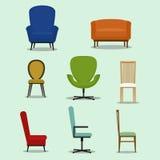 套被隔绝的椅子和沙发有各种各样的形状和设计的 免版税图库摄影