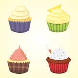 套逗人喜爱的传染媒介杯形蛋糕和松饼 为食物海报设计隔绝的五颜六色的杯形蛋糕 免版税库存图片