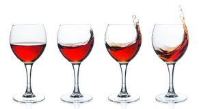 套酒杯用在白色背景的红葡萄酒 库存图片