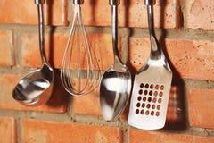 套金属厨房器物垂悬 库存图片