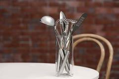 套金属在玻璃的厨房器物 免版税库存照片