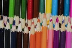 套锋利的多彩多姿的铅笔 免版税库存图片