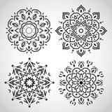 套阿拉伯圈子装饰品,黑在白色,  免版税库存照片