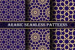 套3个阿拉伯样式背景 几何无缝的回教装饰品背景 在深蓝色板显示的黄色 库存图片