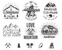 套登山标签,山远征象征,远足剪影商标和设计元素的葡萄酒 向量例证