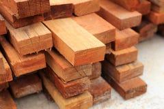 套建筑大厦的木杉木木材 免版税库存图片