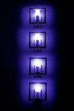 套bluewall灯在黑暗中 免版税库存照片