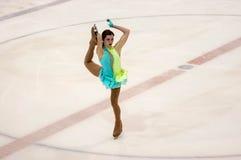 奥伦堡俄罗斯26 03 2016年:竞争女孩花样滑冰运动员 库存图片