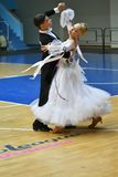 奥伦堡,俄罗斯- 2016年11月12日:女孩和男孩跳舞 免版税图库摄影