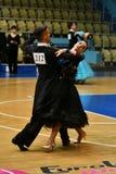 奥伦堡,俄罗斯- 2016年12月11日:女孩和男孩跳舞 免版税图库摄影