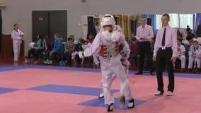 奥伦堡,俄罗斯- 2016年3月27日:男孩在跆拳道竞争 影视素材