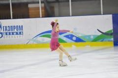 奥伦堡,俄罗斯- 2018 3月31日,年:女孩在花样滑冰竞争 免版税库存图片