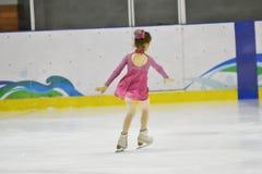 奥伦堡,俄罗斯- 2018 3月31日,年:女孩在花样滑冰竞争 免版税库存照片