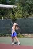 奥伦堡,俄罗斯- 2017 8月15日,年:打网球的女孩 免版税库存照片