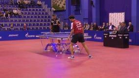 奥伦堡,俄罗斯- 2017 9月28日,年:男孩在比赛表网球竞争 影视素材