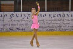 奥伦堡,俄罗斯- 2017 3月25日,年:女孩在花样滑冰竞争 免版税库存图片
