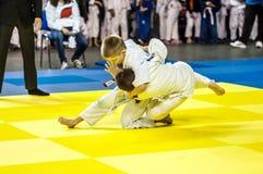 奥伦堡,俄罗斯- 2016年4月16日:在柔道的青年竞争 库存图片